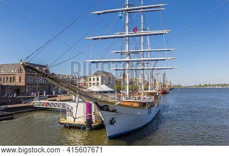 Kampen, Netherlands - April 22, 2020: Historic Sailing Ship On The Ijssel River In Kampen, Netherlan