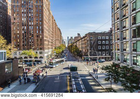 New York, Usa - October 21, 2015:  Street View To  Neighborhood Midtown  In New York City, Usa. View