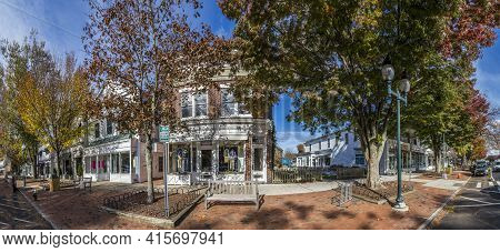 East Hampton, Usa - October 27, 2015:  View To Main Street In East Hampton With Old Victorian Wooden