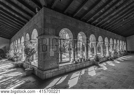 New York, Usa - October 22, 2015:  Colonnade And Garden At The Cloisters, The Branch Of The Metropol
