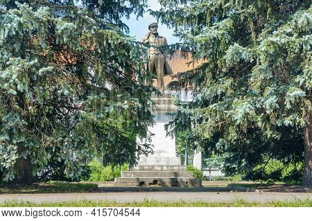 Ozersk (darkehmen, Angerapp), Kaliningrad Region, Russia, June 15, 2019. Monument To The Leader Of T
