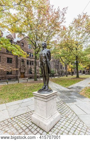 New Haven, Usa - October 28, 2015: Nathan Hale (american Revolution Hero) Statue In Yale Univercity