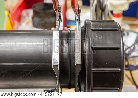 Device Of Butt Welding Of The Polymeric Pipes At The Factory