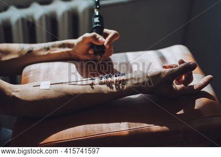 Tattoo Design, Creative Artist Working Process. Close-up Hand Of Tattoo Master With Tattoo Machine A