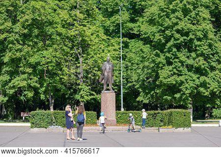 Priozersk, Leningrad Region, Russia - June 20, 2020: Women With Children Standing Near Vladimir Leni