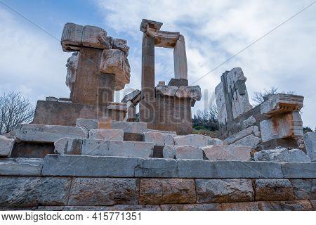 Selcuk, Izmir, Turkey - 03.09.2021: Historical Columns Of Memmius Monument In Ephesus Ruins, Histori