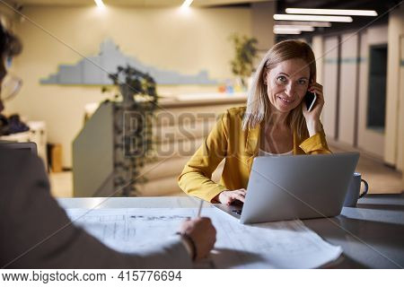Positive Delighted Blonde Woman Talking Per Telephone