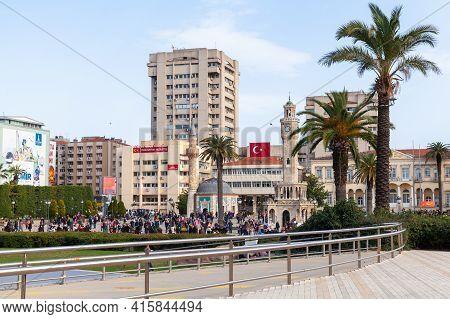 Izmir, Turkey - February 5, 2015: Tourists Walk On Konak Square Of Izmir