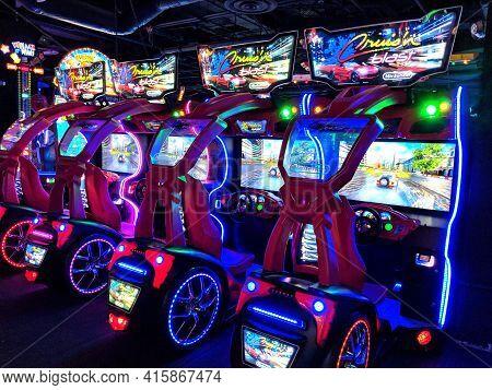 Honolulu - March 26, 2018: Cruisin Blast Arcade Racing Machines Made By Nintendo At Lucky Strike Soc