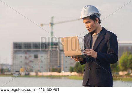 Engineer Worker Working Computer Technology Outdoor