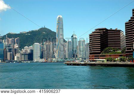 Hong Kong - 22 JUNE 2006: Hong Kong Bay with skyline and Victoria Peak