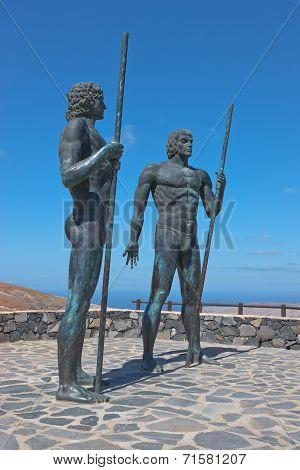 Fuerteventura - Statues Ayose und Guise above Betancuria