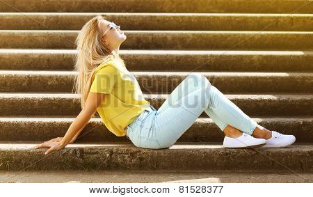 Summer, Fashion And People Concept - Stylish Pretty Sensual Girl In Sunglasses In City, Street Fashi