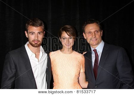 LOS ANGELES - FEB 28:  Theo James, Shailene Woodley, Tony Goldwyn at the 2014 Publicist Luncheon at Beverly Wilshire Hotel on February 28, 2014 in Beverly Hills, CA
