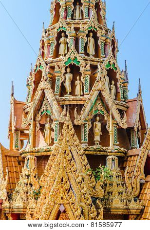 Delicate Thai Art Rooftop Of Temple  With Several Buddha Staues