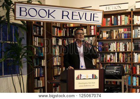 HUNTINGTON, NY-APR 6: MLB pitcher Ron Darling talks at his book signing of