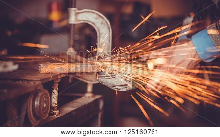 overwrites the master of welding seams angle grinder
