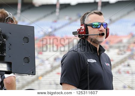 Ft. Worth, TX - Apr 08, 2016: Tony Stewart (14) waits on pit road to qualify for the Duck Commander 500 at the Texas Motor Speedway in Ft. Worth, TX.