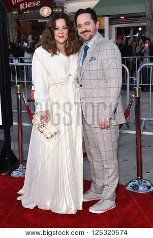 LOS ANGELES - MAR 28:  Melissa McCarthy & Ben Falcone arrives to the