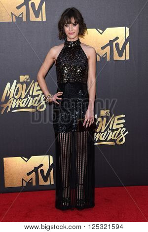 LOS ANGELES - APR 09:  Lizzy Caplan arrives to the Mtv Movie Awards 2016  on April 09, 2016 in Hollywood, CA.