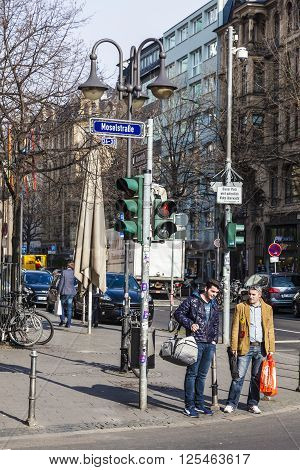 People At The Crossing Moselstrasse, Kaiserstrasse In Frankfurt