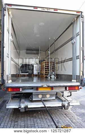 Refrigerator Truck For Perishable Freight Transport Logistics
