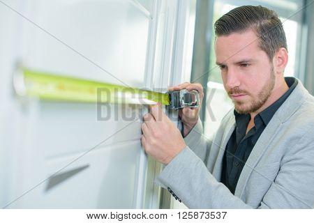 measuring door