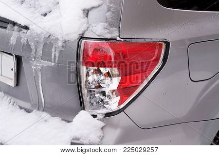 Tail lamp for snow and ice, metal car
