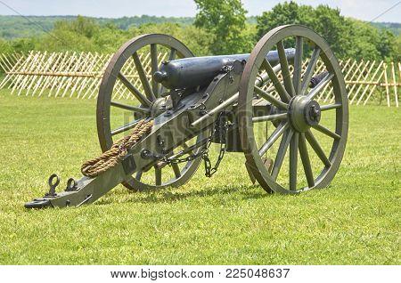 American Civil War field cannon artillery mobile unit