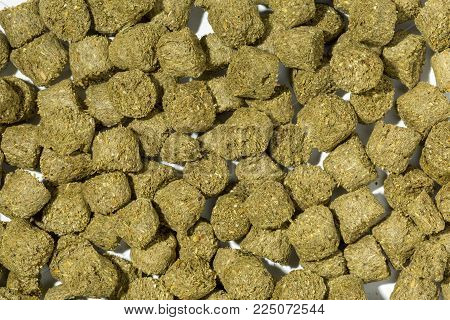 Rabbit feed pellets made from compressed cereal pruducts