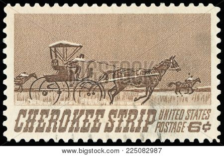 UNITED STATES - CIRCA 1968: A stamp printed in USA shows Homesteaders Racing to Cherokee Strip, 75th anniversary of the opening of the Cherokee Strip to settlers, Sept. 16, 1893, circa 1968