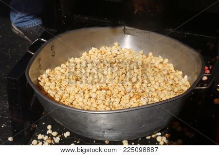 Fresh Hot Kettle Corn and Cheese Popcorn. Most downloaded popcorn images.
