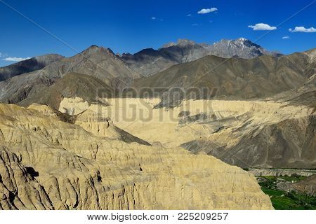 Tourist During Expedition In The Mountains Ladakh Is Admiring The Beautiful Karakorum Panorama In Th