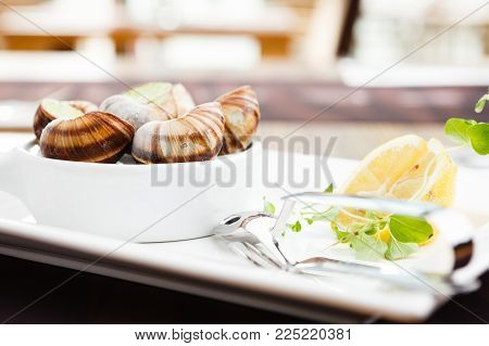 Classic escargots with garlic butter and lemon