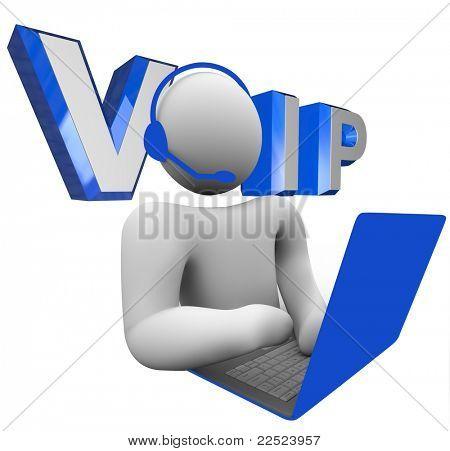 A sigla da palavra VOIP ou V.O.I.P. ilustrado por trás de uma pessoa a falar com alguém através do seu comp portátil