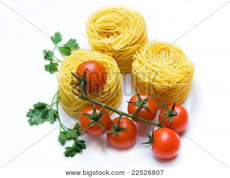 Tomato cherry, parsley and spaghetti