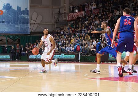 Samara, Russia - December 01: Bc Krasnye Krylia Guard Aaron Miles (32) Dribbles The Ball During The