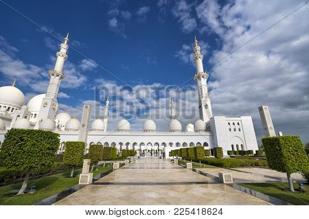 Abu Dhabi, United Arab Emirates,  January 04, 2018:  View Of The Sheikh Zayed Grand Mosque In Abu Dh