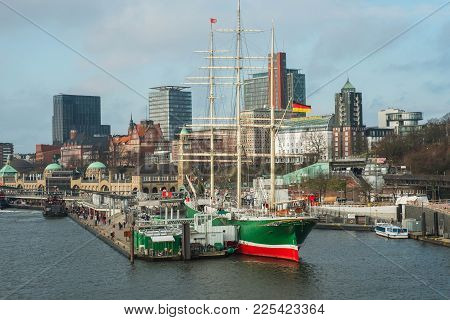 Hamburg, Germany - January 2018. Quay With Berth For Pleasure Boats And Sailing Ships On The Elbe Ri