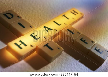 Cleckheaton, West Yorkshire, Uk: Scrabble Board Game Letters Spelling The Words Diet Health Life, 1s