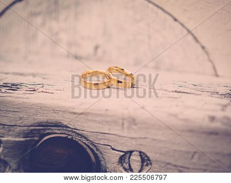 The Golden Rings On The Wood, Vintage,
