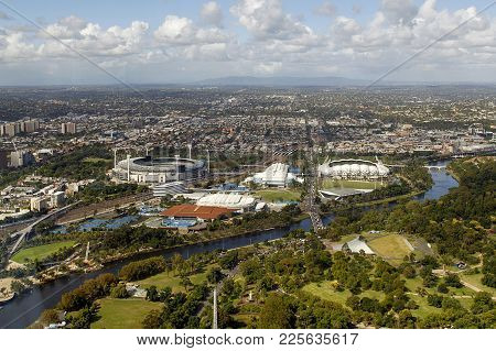 Melbourne, Australia: March 30, 2017: Melbourne Cityscape. View Of  Alexandra Gardens And The Yarra