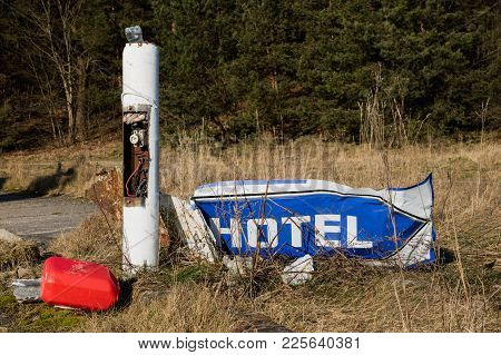Old Hotel Signboard. A Broken Hotel And A Sign Showing Its Direction. Winter Season.