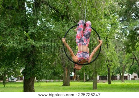 Kropivnitskiy, Ukraine - 29 Jule, 2017: Girl Gymnast On Acrobatic Circus Ring Shows Elements Of Pole