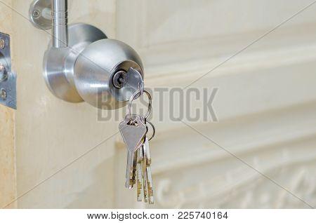Unlocked Knob Hand Use The Key For Unlocking Door Knob Door Wooden Door White Stainless Door Knob Or