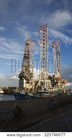 Ijmuiden, Noord-holland/the Netherlands - November 15th 2017: A Unused Oilrig Docked In The Harbor O
