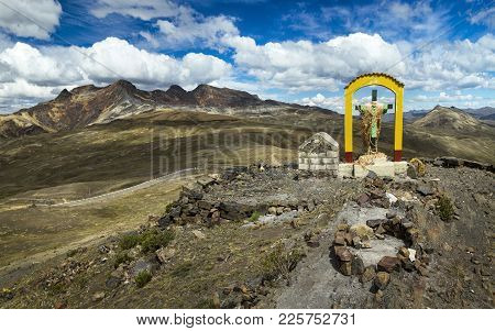 Abra Oquepuño, A High Mountain Pass In Andes At An Elevation Of 4,873 M, Located In Southern Peru