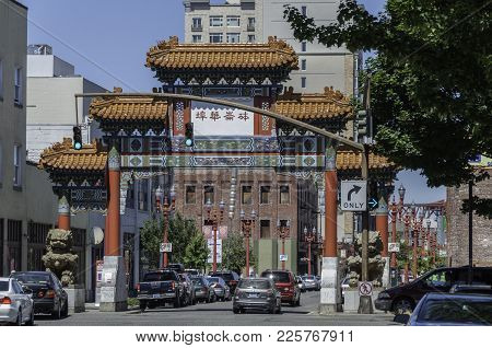 Portland, Oregon - July 24. 2010: The Chinatown Gateway Sculpture Is At The Entrance To The Old Town