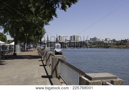 Portland, Oregon - July 24. 2010: Walkway Along The Willamette River In Waterfront Park With The Por