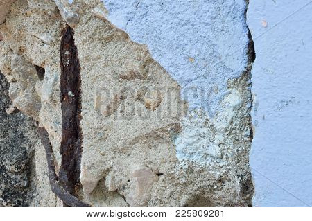 Non-standard Concrete Poles Cause Cracking Of Cement And Rusty Steel Structure.damage To The Buildin